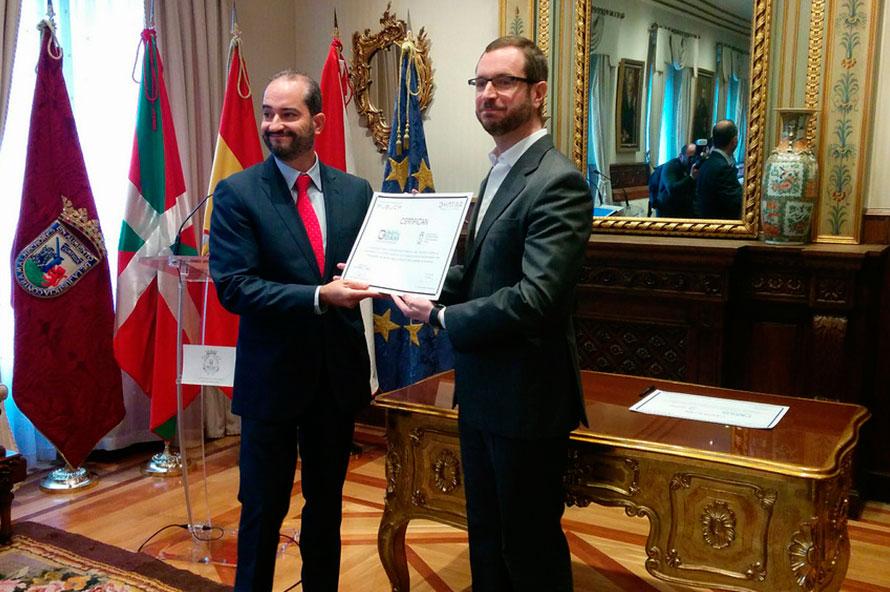 Entrega del Premio al Ayuntamiento de Vitoria-Gasteiz